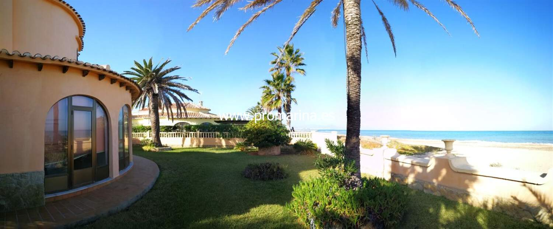 7f53e8894f6d8 PRO1337Chalet en primera linea de playa – Inmobiliaria en Denia ...