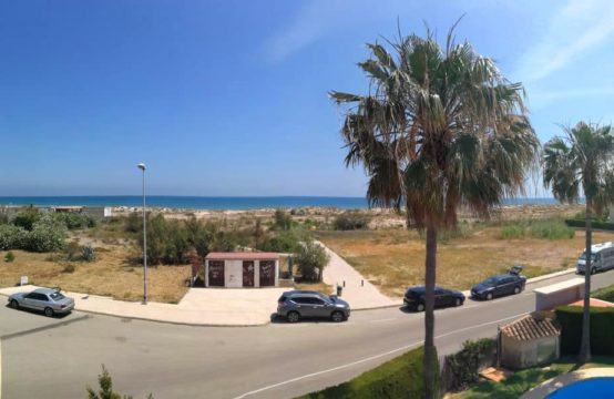 PRO1702<br>Adosado enfrente de la playa de Oliva